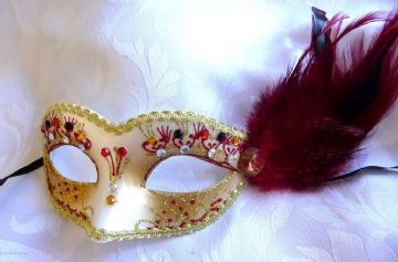 Petite Red feather Mask (1)